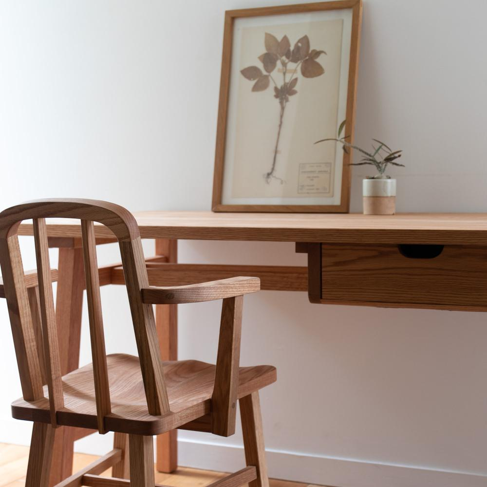 KKEITO ダイニング アームチェア / dining arm chair(Dining Are chair + Desk L ゆったりとくつろげるアームチェア。座った時のホールド感を高くし、リラックス効果の高いチェアに仕上げました。)